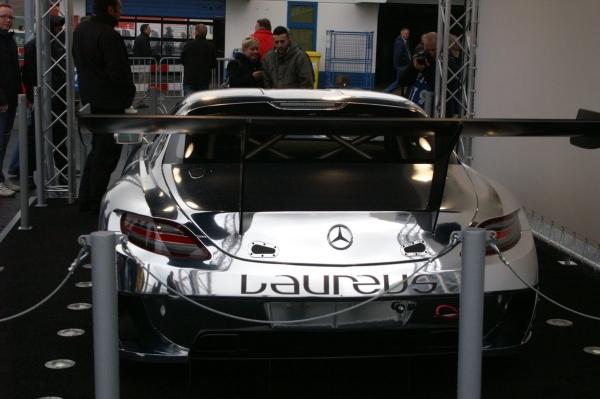 VLN 2015 Lauf 7 - Boxengasse - AMG SLS